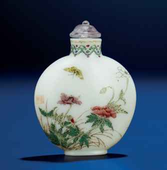 famille rose enamelled glass snuff bottle qianlong period