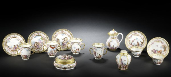 World's most important porcelain tea service sells for £541,250