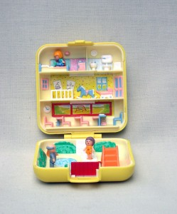 A    polly pocket house