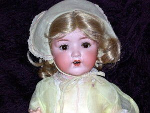 Armand Marseille 995. This is a more unusual doll by the Armand Marseille Factory. Dating from around late 1920s, she has beautiful brown eyes.