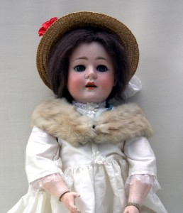 Walther & Sohn 125.10, a doll which dresses up well as a more sophisticated lady.