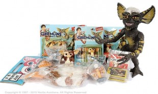 """Gremlins collection of toys inc Neca Gizmo Mogwai 8"""" plush Glove Puppet with squeaker"""