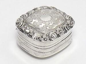 Joseph Willmore Solid Sterling Silver VinaigretteBirmingham 1839.  Estimate £200-£300.
